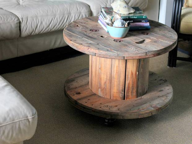 Upcycling furniture: Cable drum as cocktail table