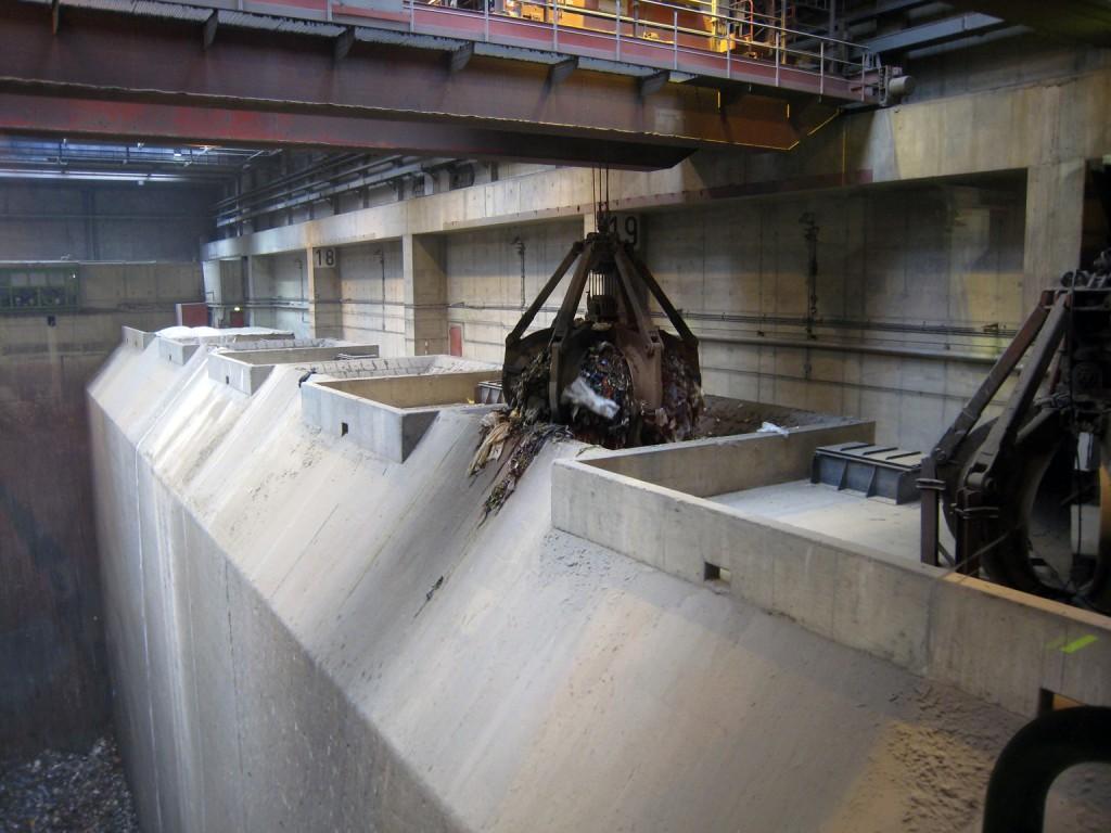 Greifarm in der Müllverbrennungsanlage Köln